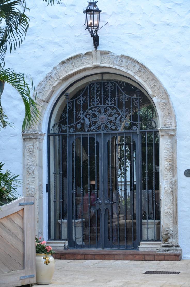 Кованая дверь со стеклом