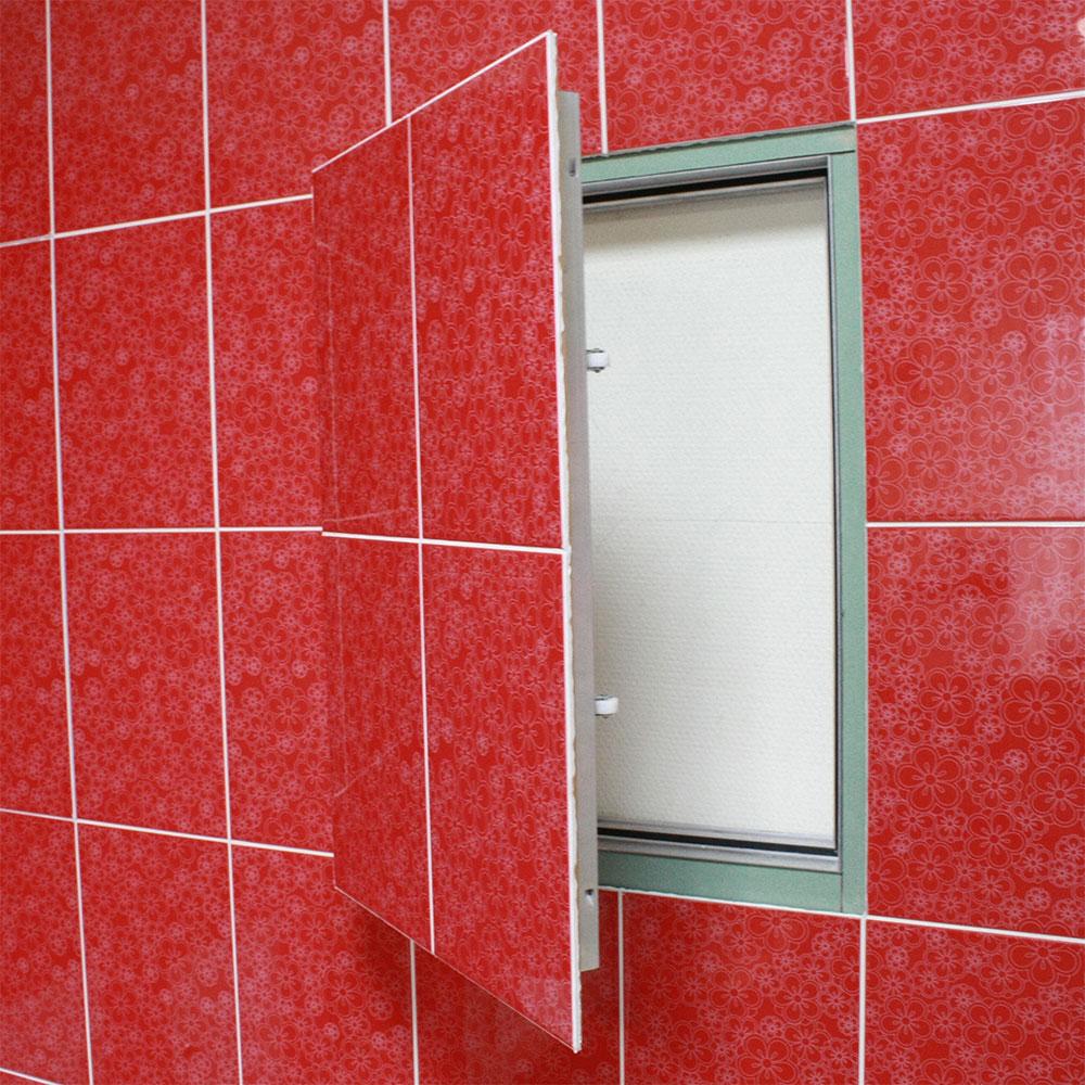 Сантехнический люк в стене