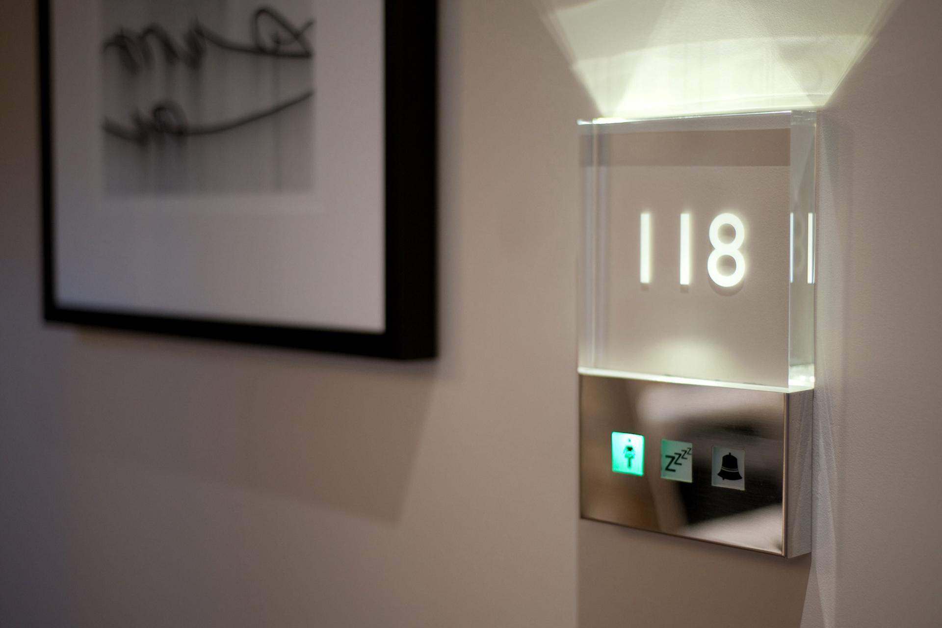 Табличка на дом светящаяся