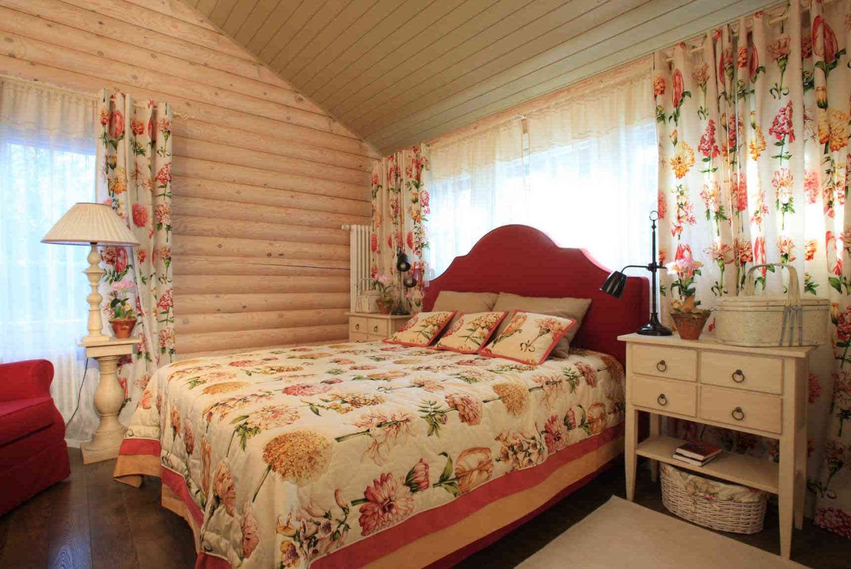Текстиль в спальне на даче