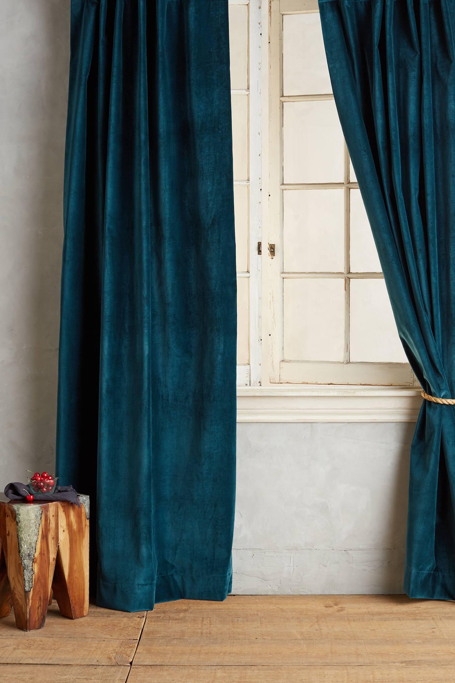 Темно-бархатные шторы