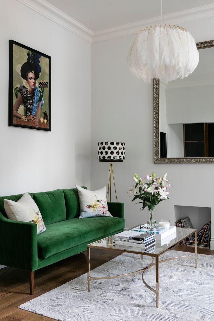 Зеленый трехместный диван