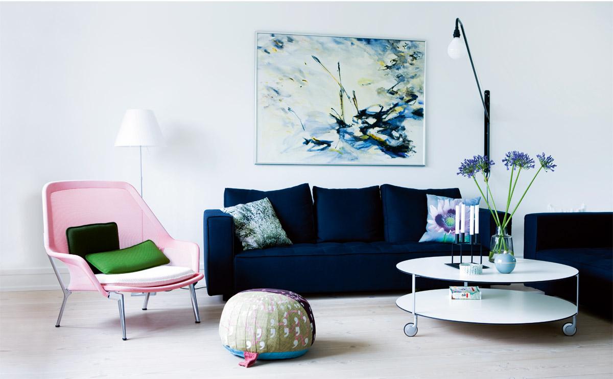 Синий трехместный диван