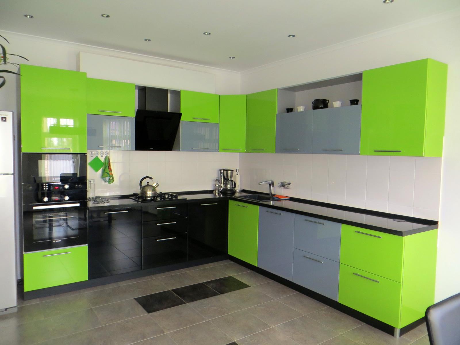 Трехцветная кухня МДФ