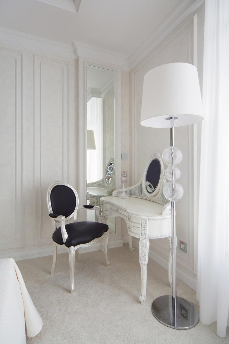 Белый туалетный столик для спальни