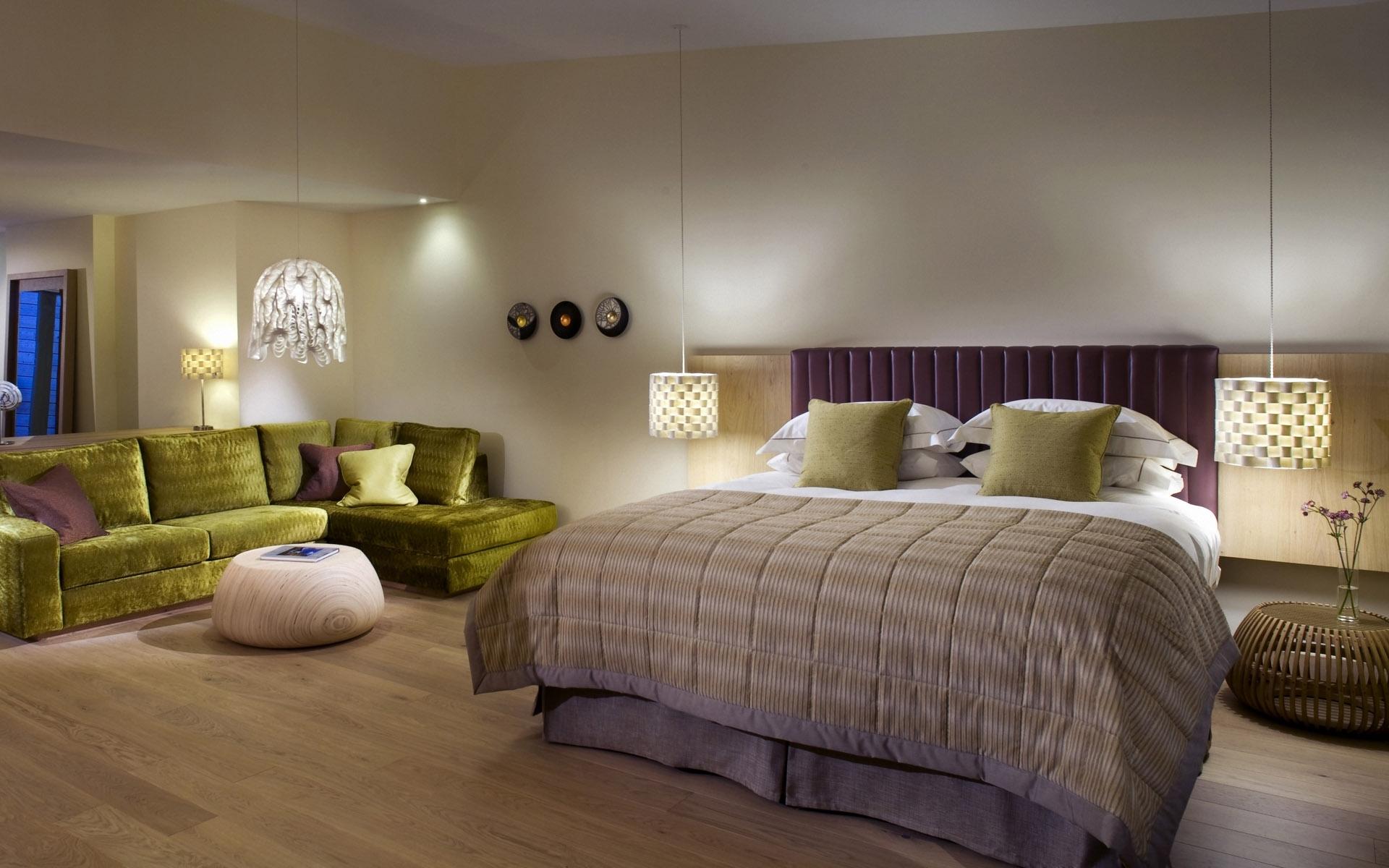 Угловой диван для спальни