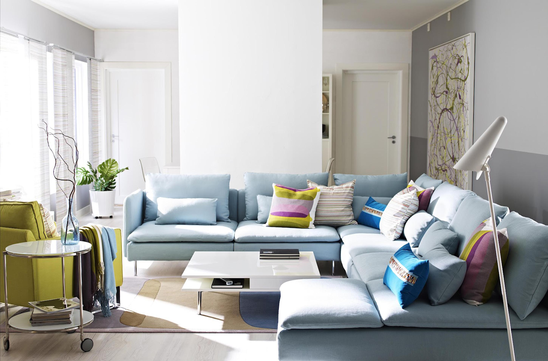 Угловой голубой диван