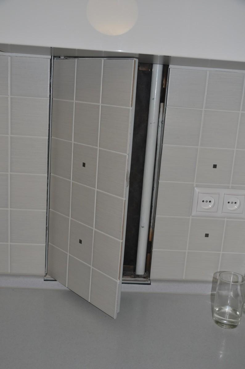 Сантехнический люк на кухне