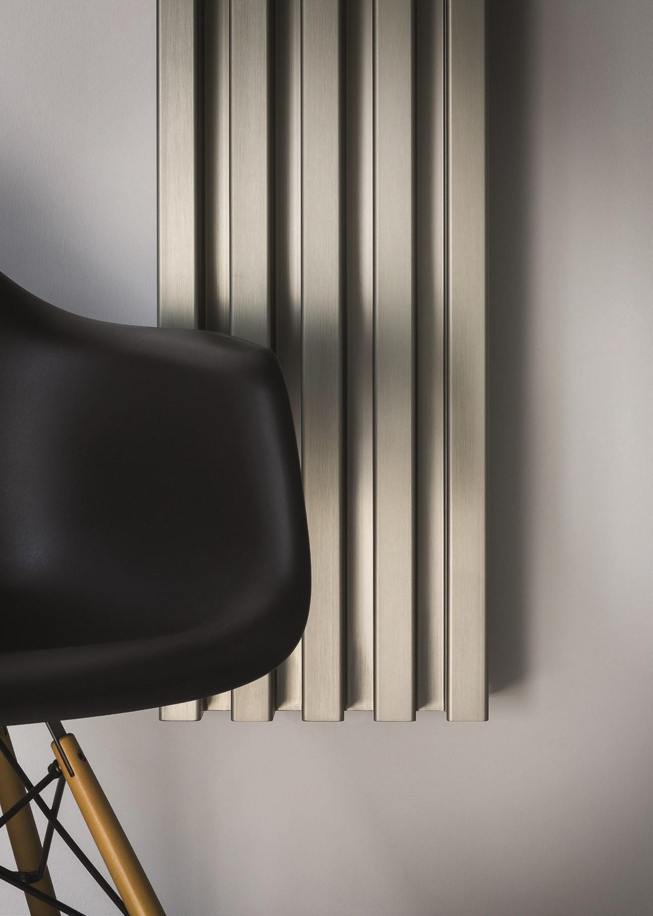 Вертикальные радиаторы в доме: удобно или нет? (25 фото)