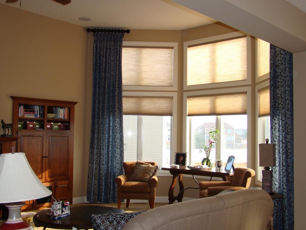 Узкие шторы с узором