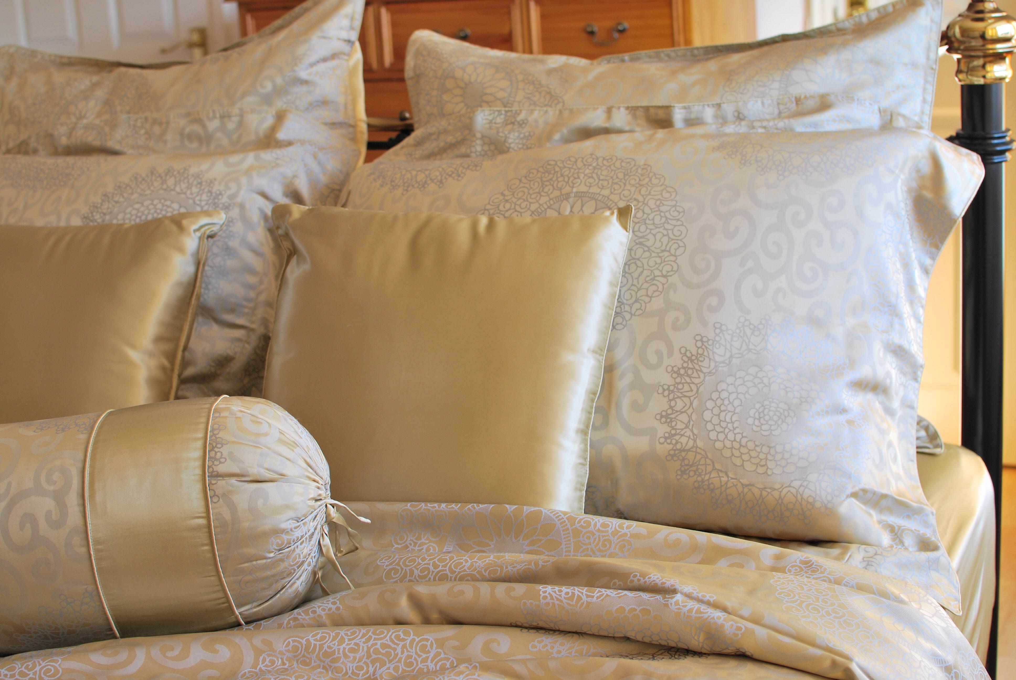 Шелковое постельное белье с узором