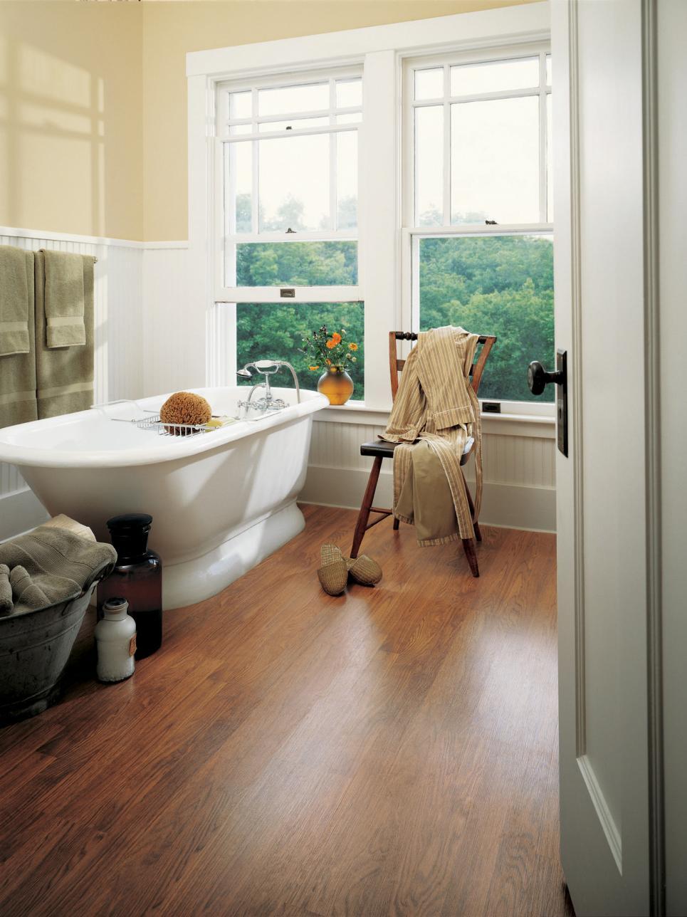 Ламинат на бетонный пол в ванной