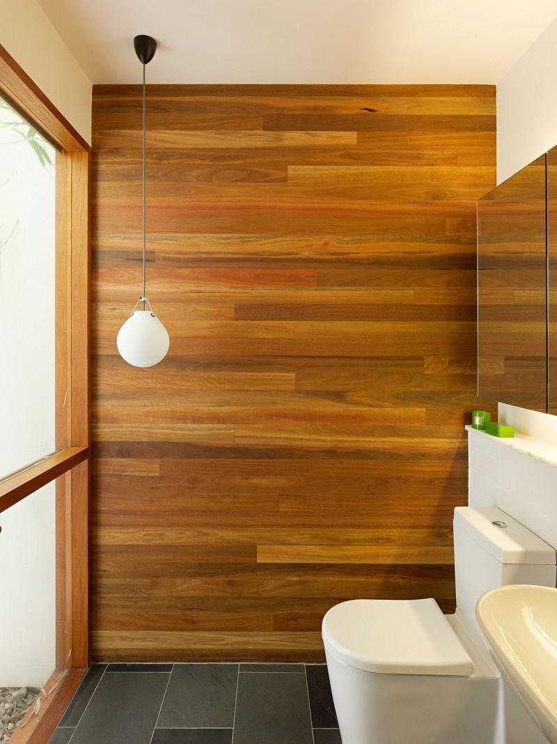 Шпонированные панели в ванной