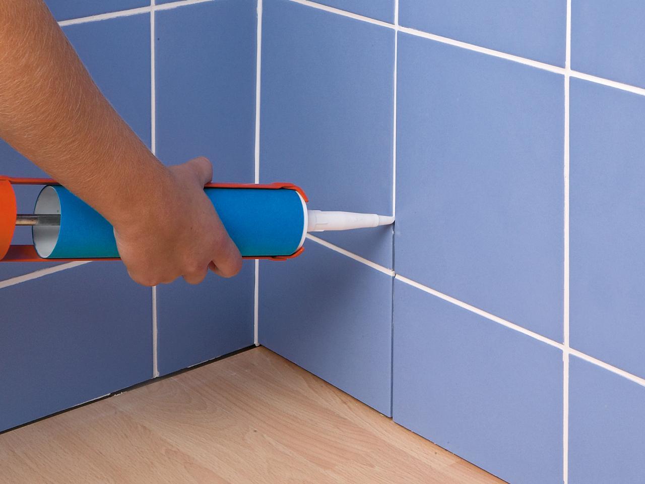 Силиконовый герметик для швов плитки в ванной