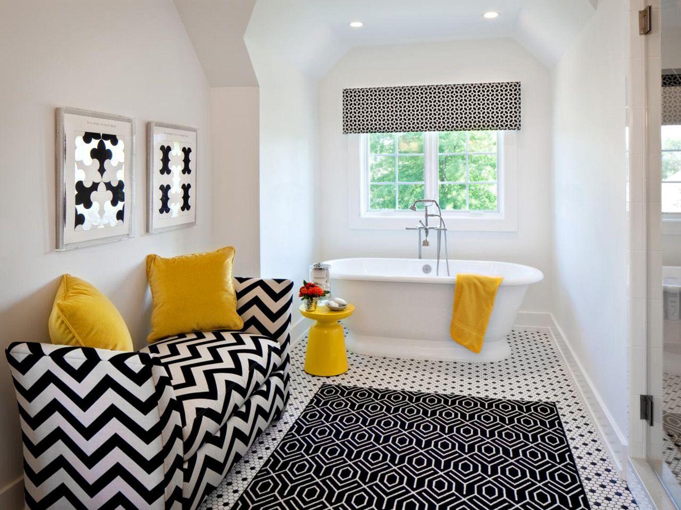 Черно-белые шторы в ванной