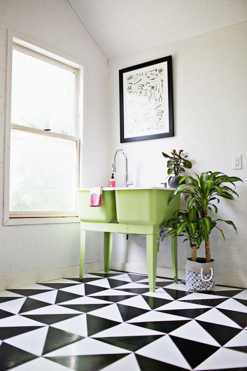 Укладка линолеума в ванной