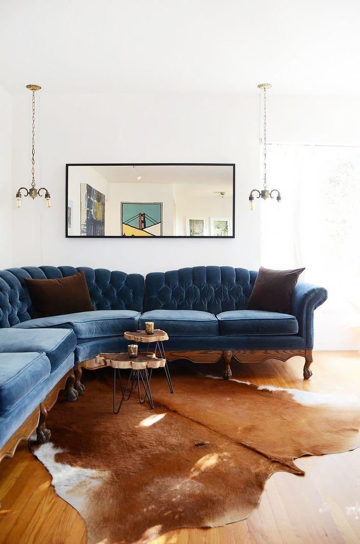 Голубой велюровый диван