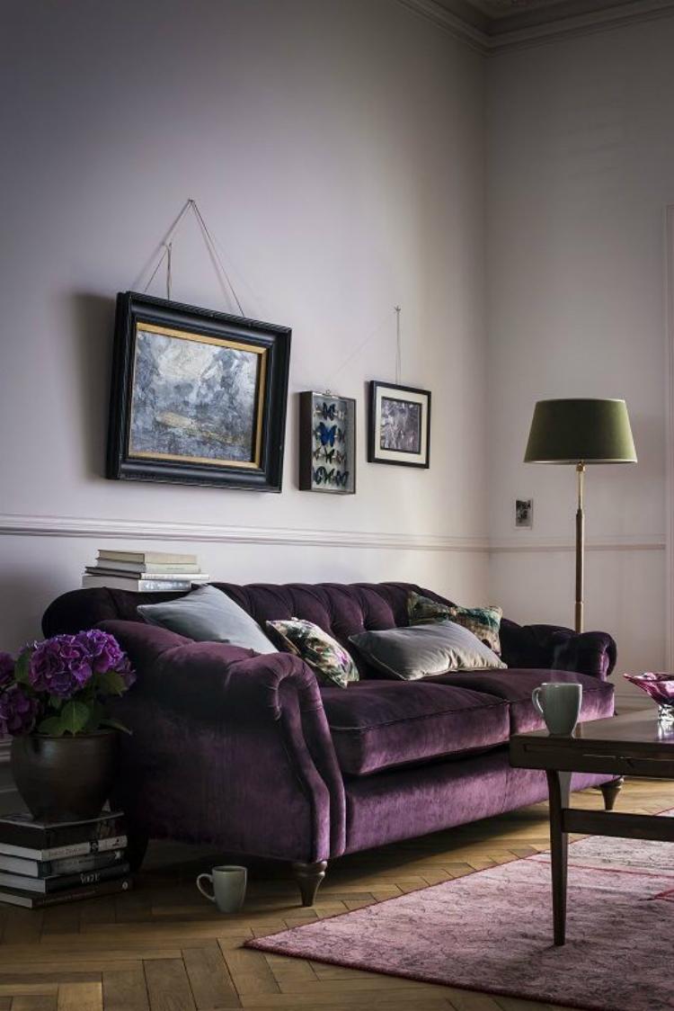 Фиолетовый велюровый диван