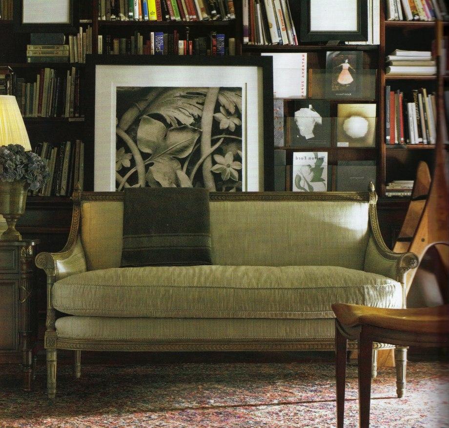 Зеленый вельветовый диван
