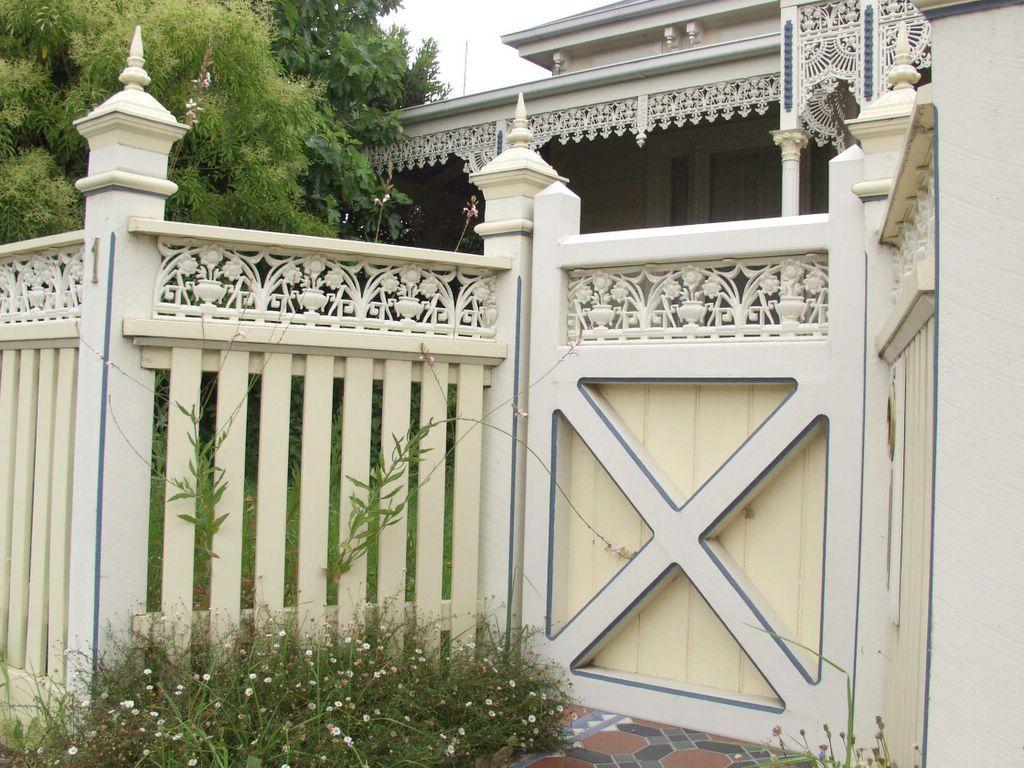 Столбы для ворот в викторианском стиле