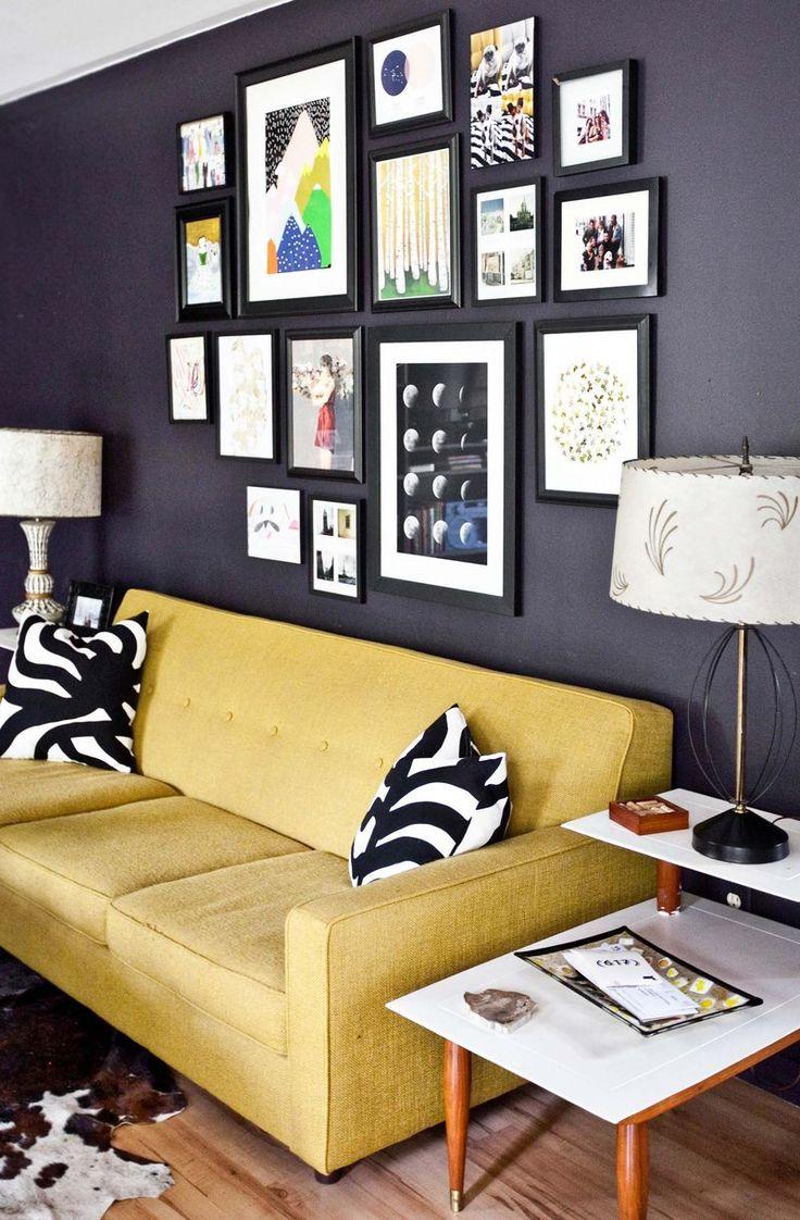 Желтый винтажный диван
