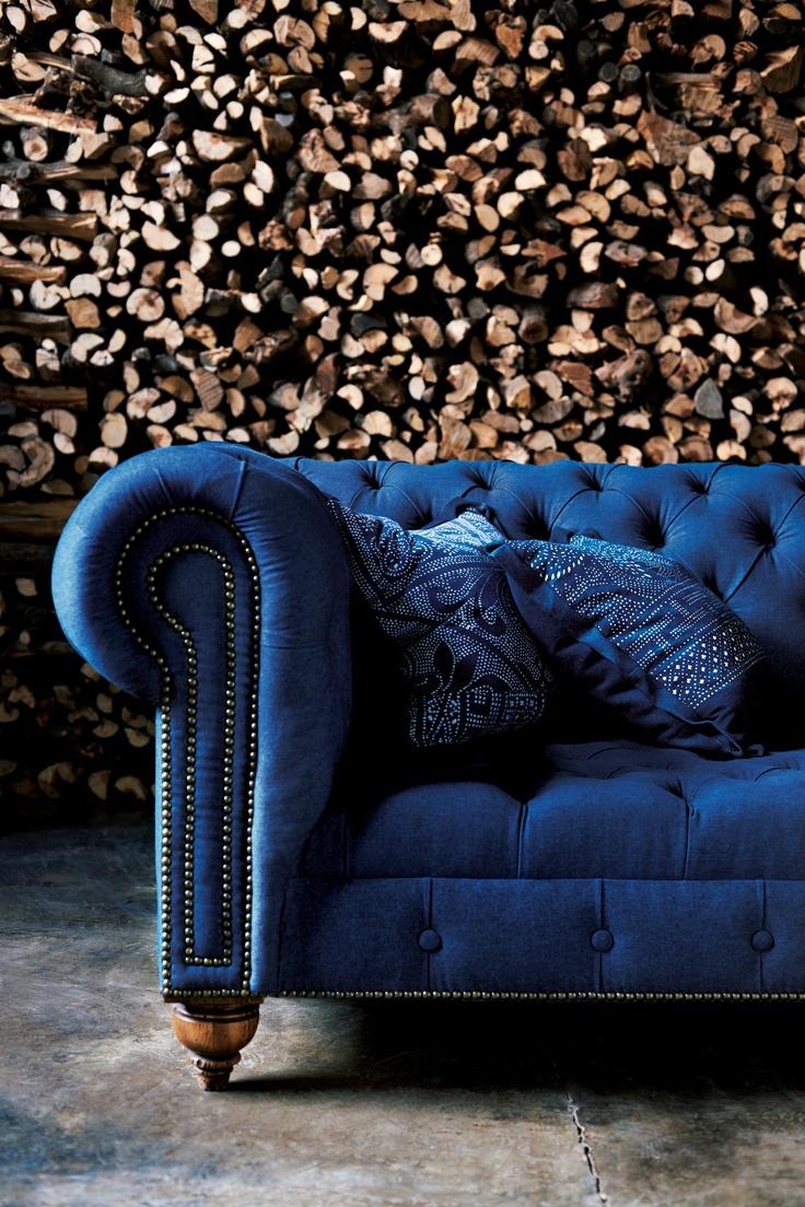 Синий винтажный диван