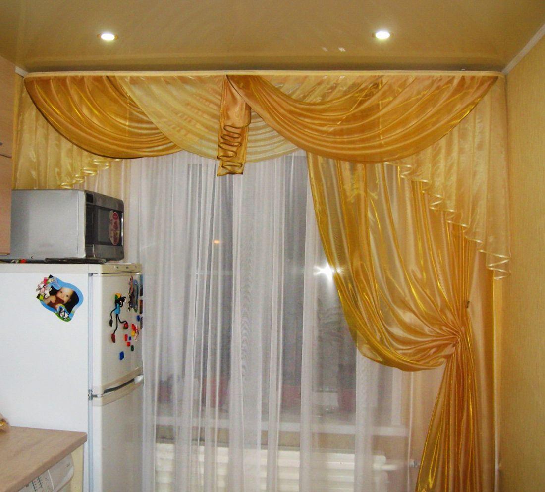 Золотые шторы из вуали