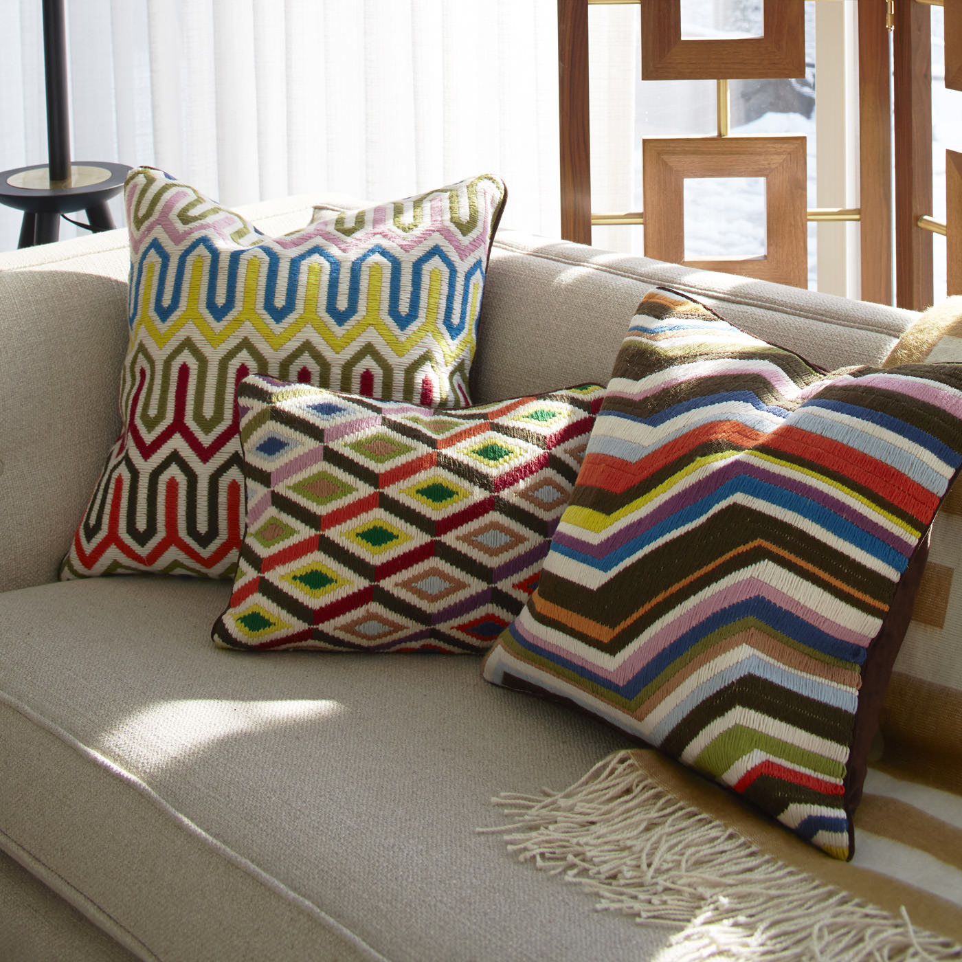 Диванные подушки с вышивкой