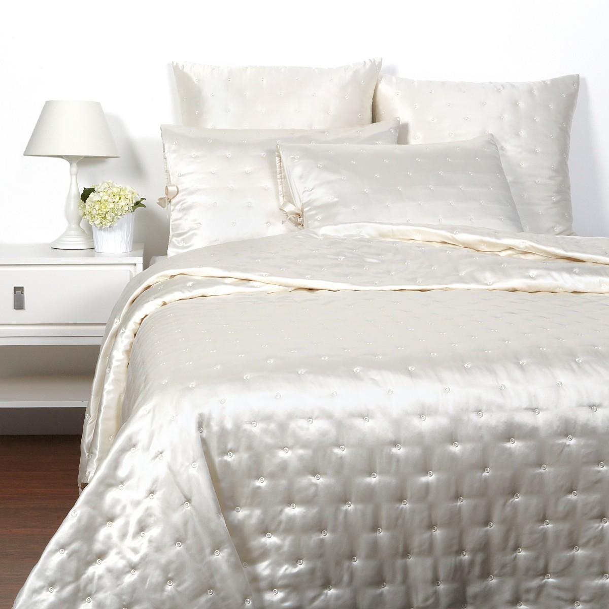 Шелковое постельное белье с вышивкой
