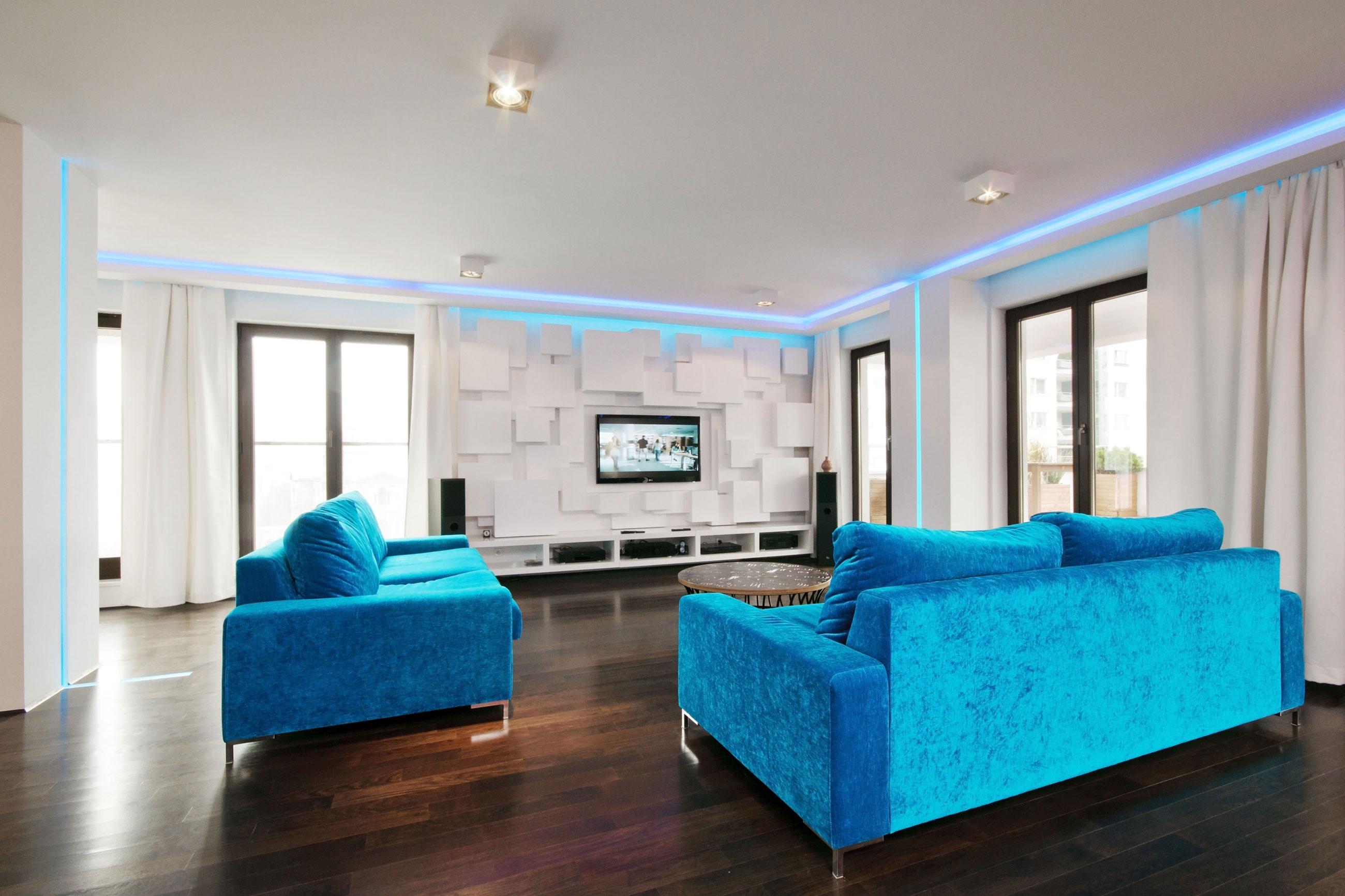 Голубой диван в интерьере: особенности сочетания (28 фото)