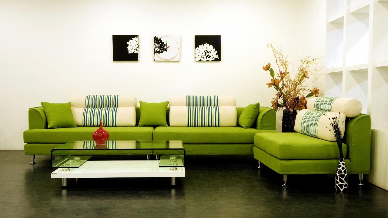 Ярко-зеленый диван