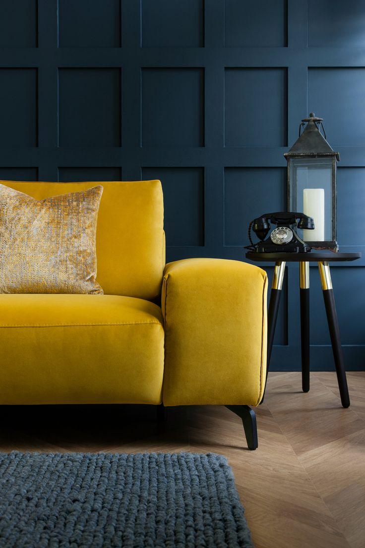Ярко-желтый диван