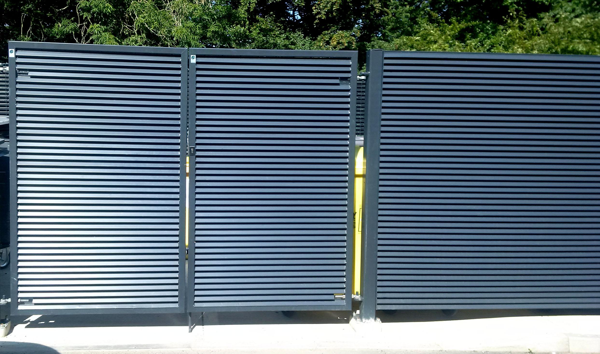 Ворота из профнастила с забором