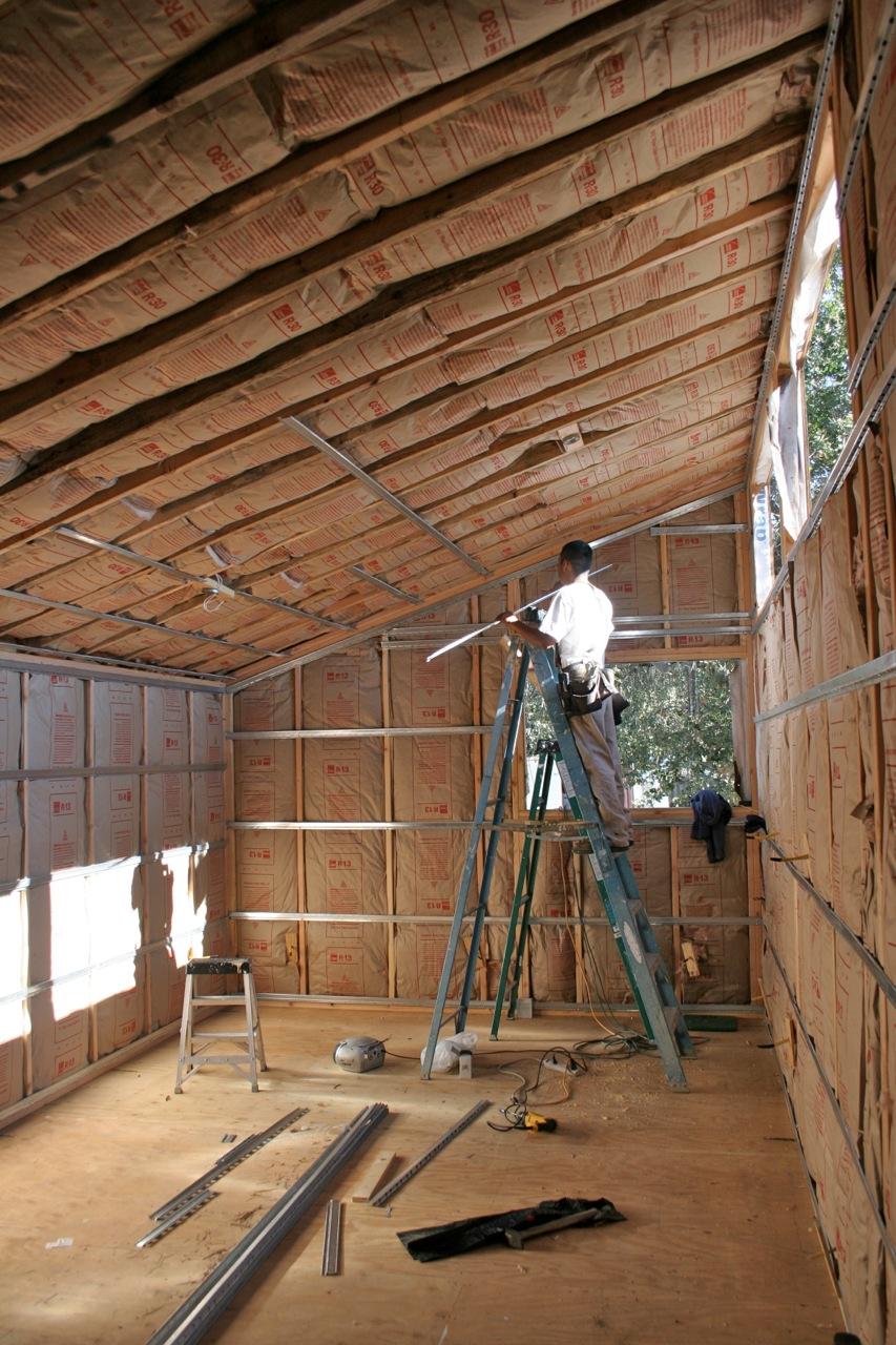 Шумоизоляция потолка в загородном доме