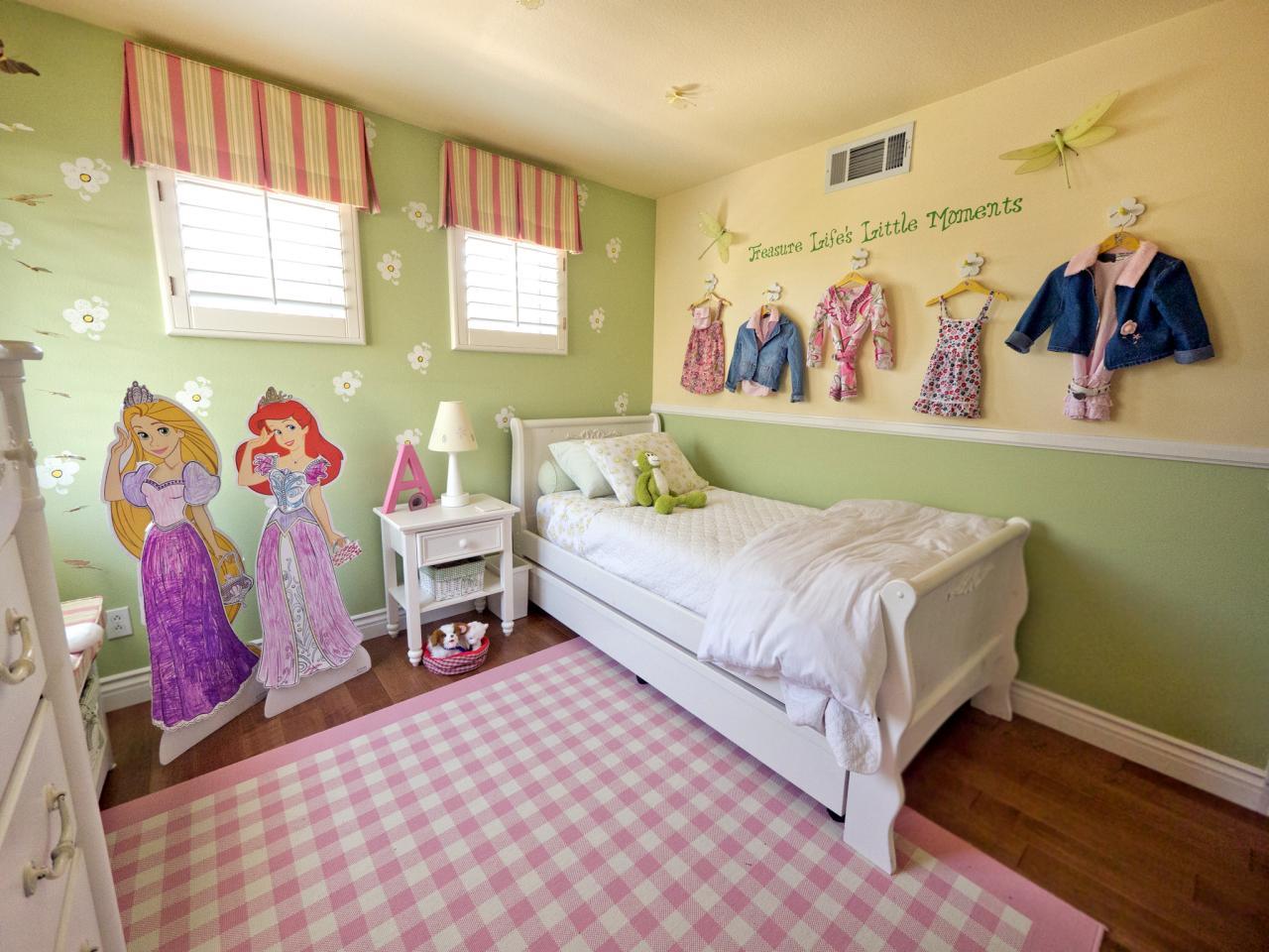 Зеленые обои для комнаты девочки