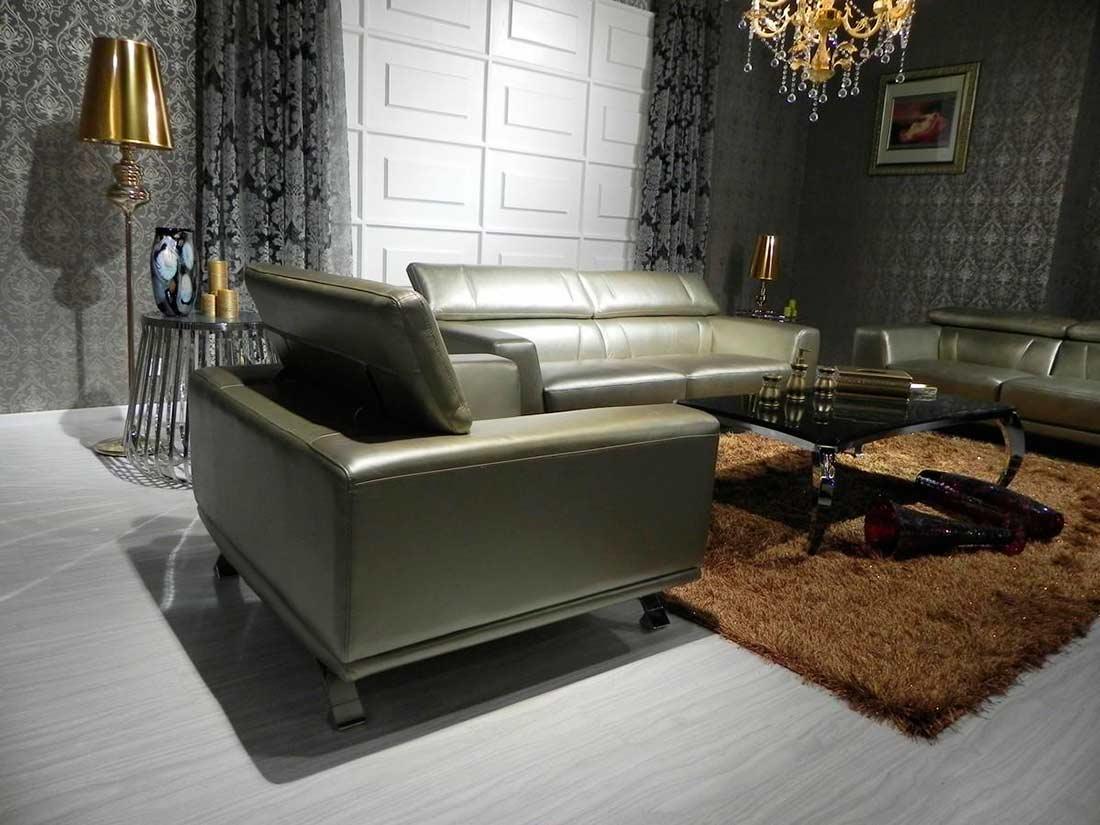 Зеленый диван на металлокаркасе
