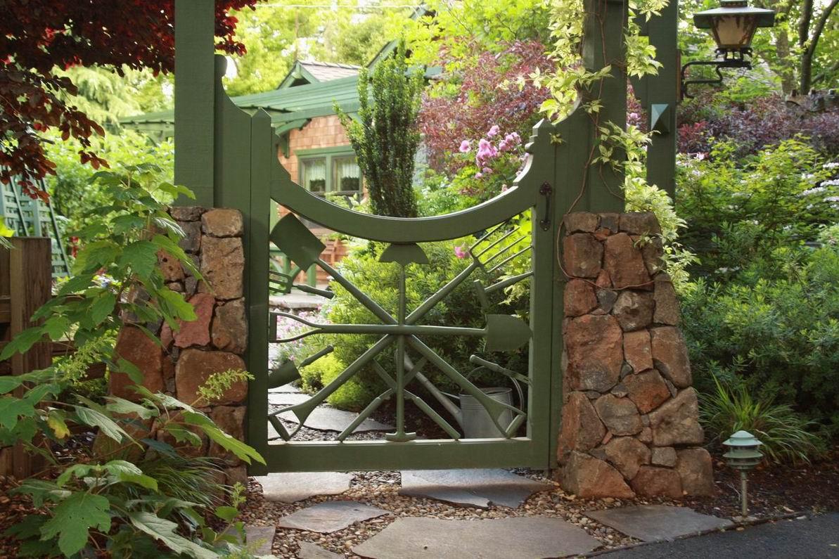 Зеленые ворота для дачи