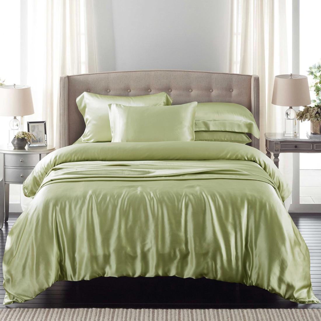 Шелковое постельное белье зеленого цвета
