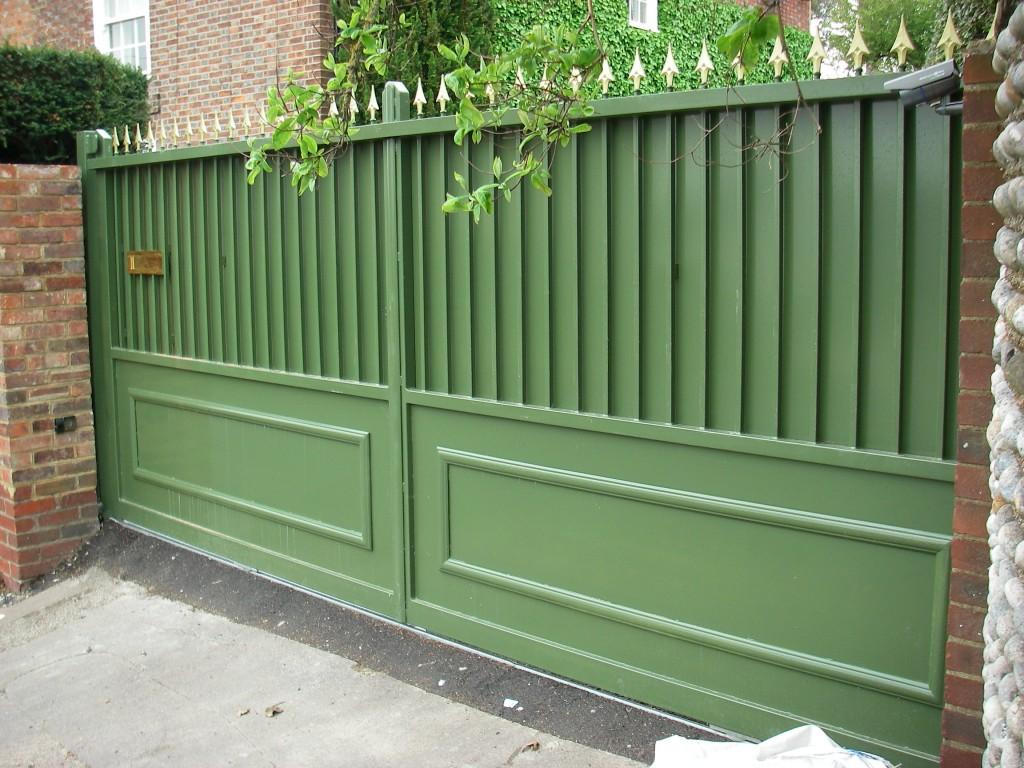 Металлические ворота зеленые