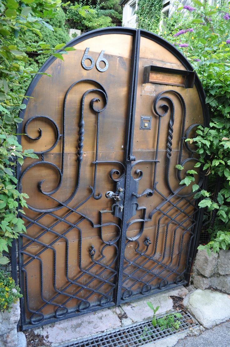Кованая железная дверь