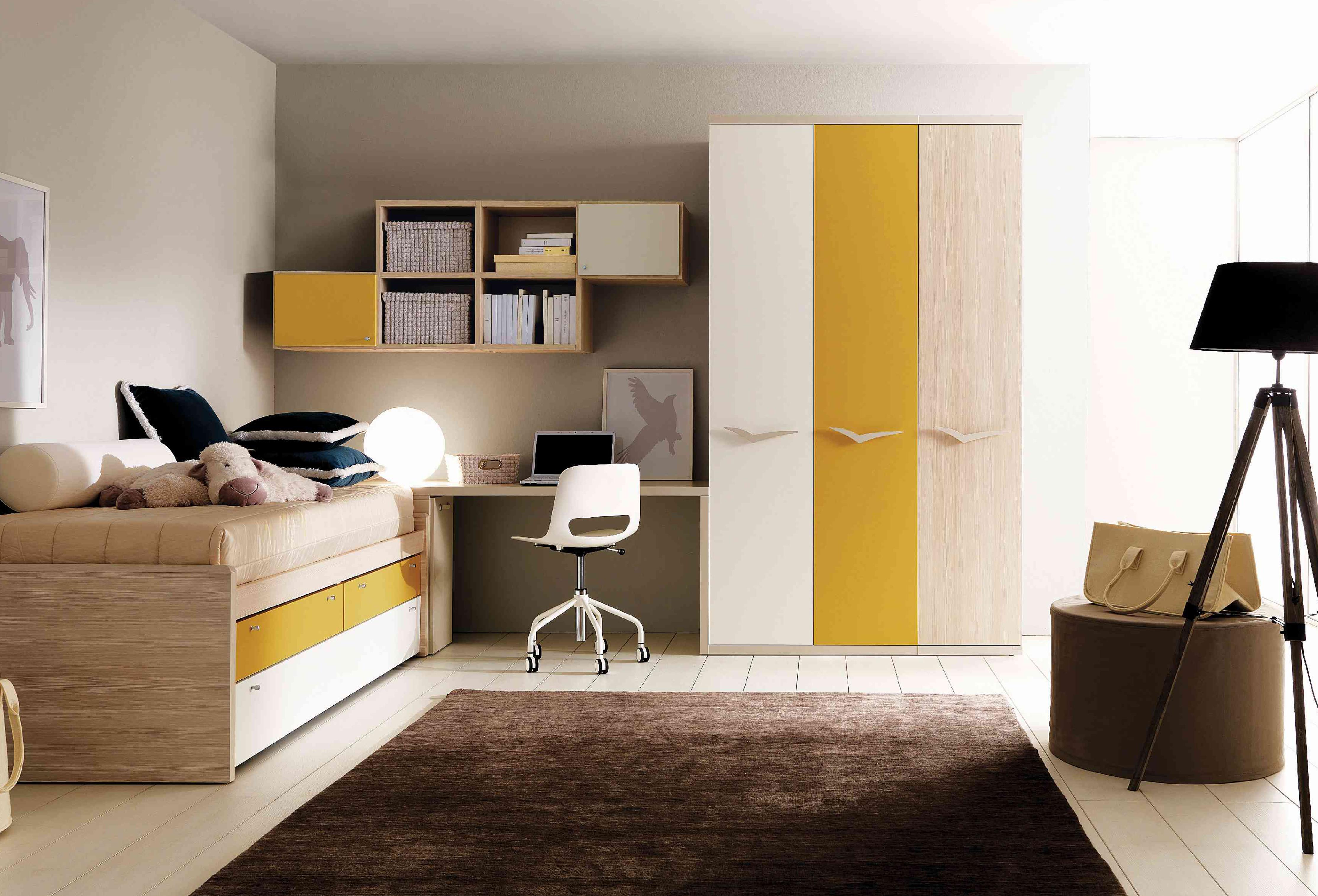 Выдвижная желтая кровать