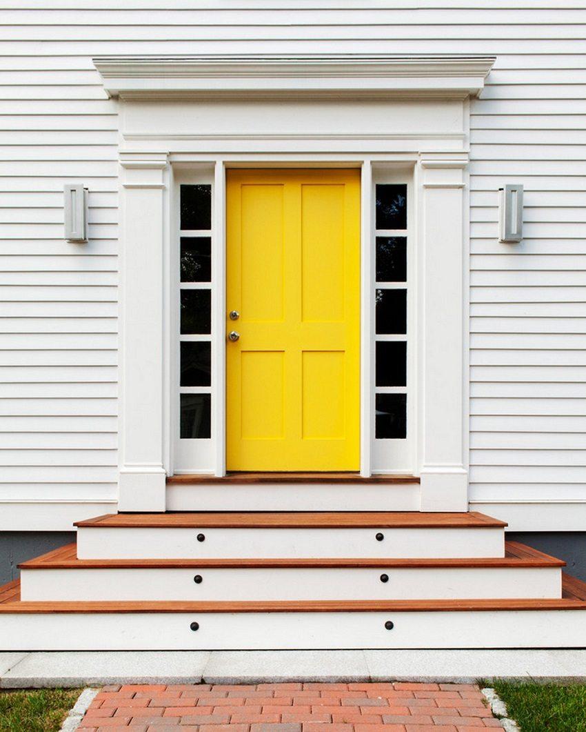 Желтая дверь в дом