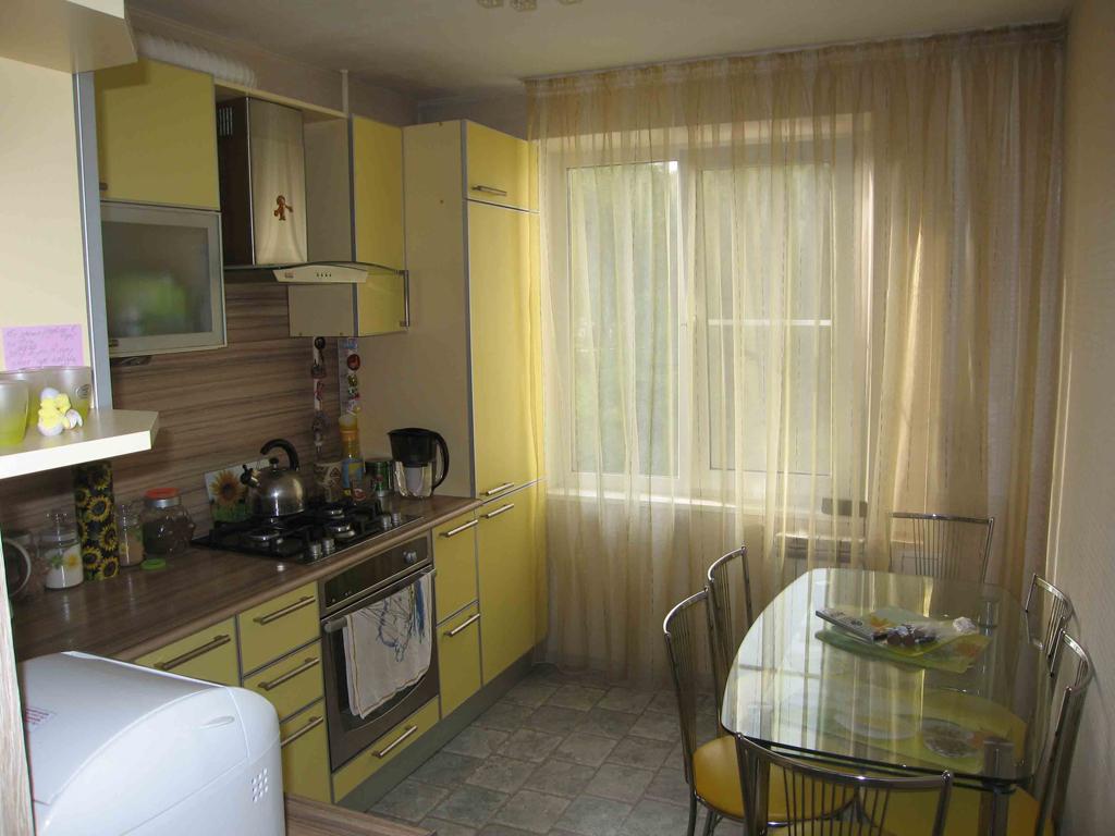 Желтая кухня в хрущевке