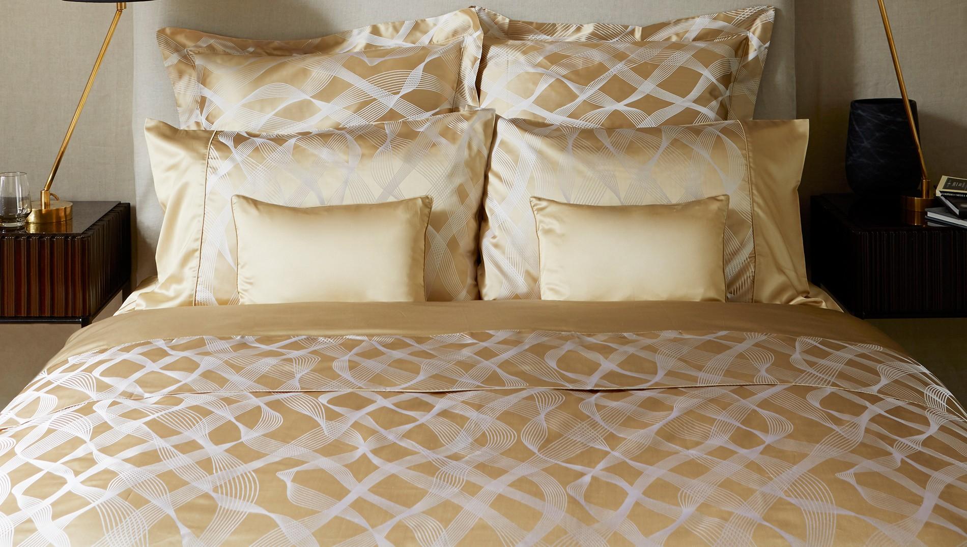 Шелковое постельное белье золотое