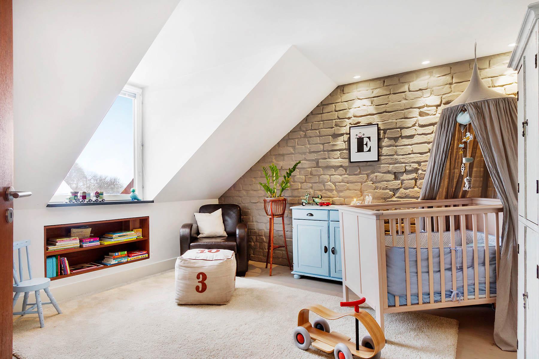 Бежевая детская комната в стиле лофт