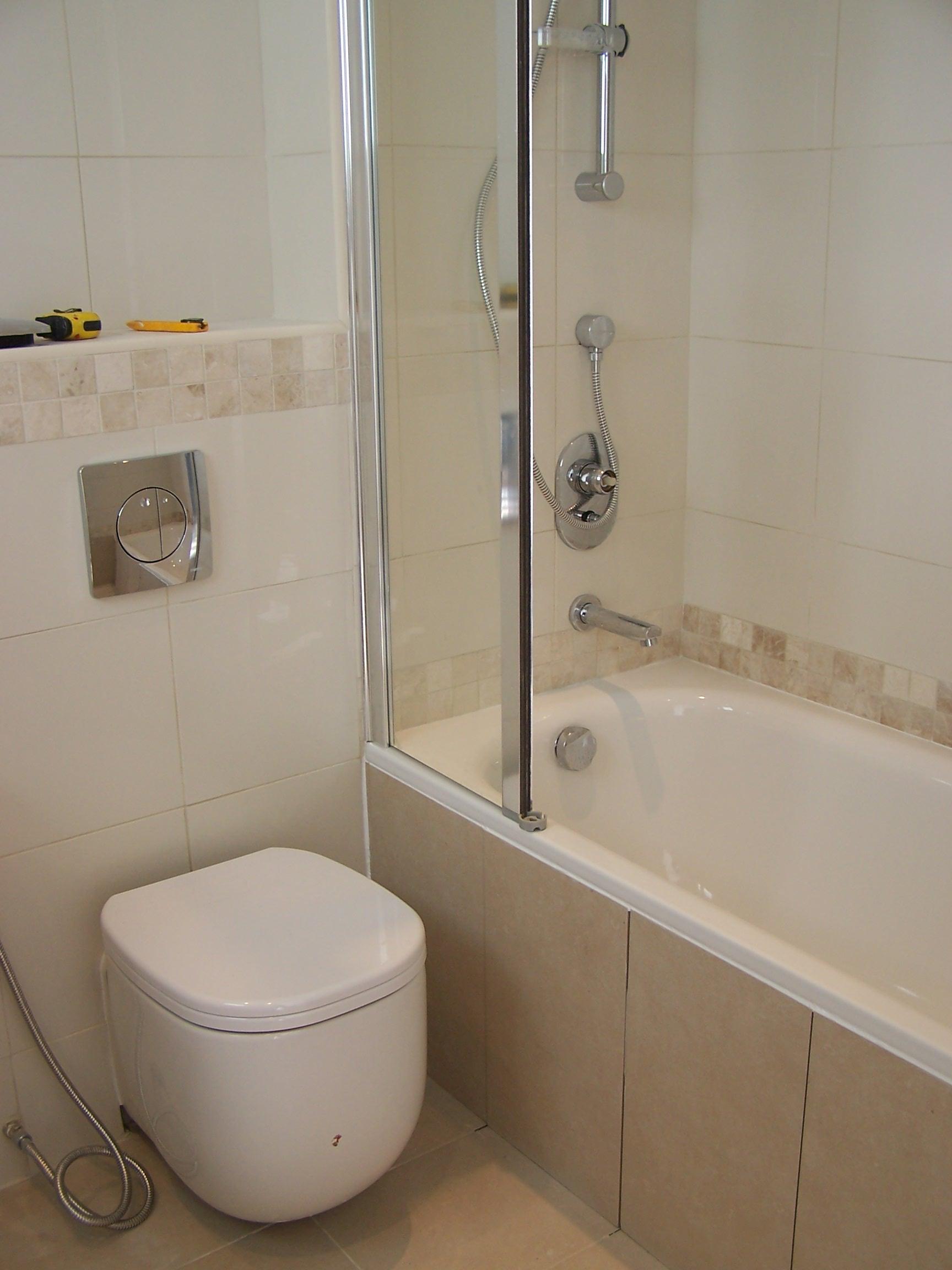 Бежевая ванная без раковины