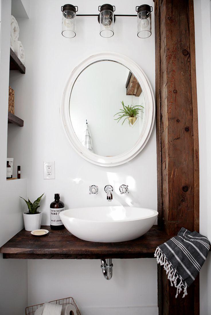 Белая раковина для ванной