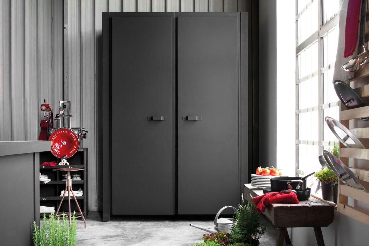 Черный шкаф лофт
