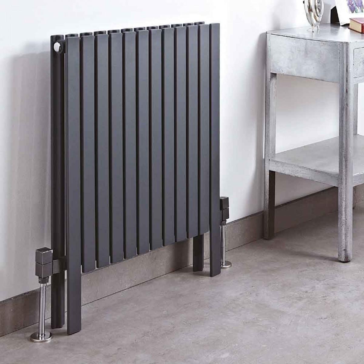 Черный напольный радиатор
