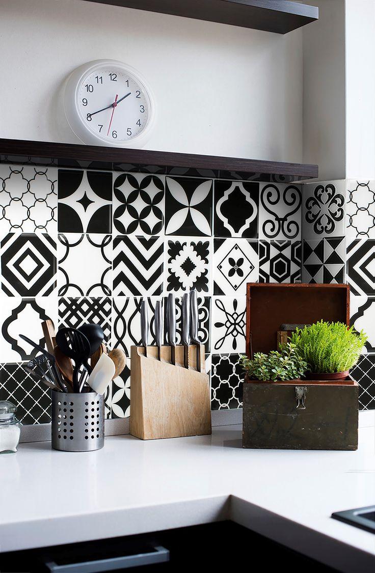 Черно-белая плитка с рисунком